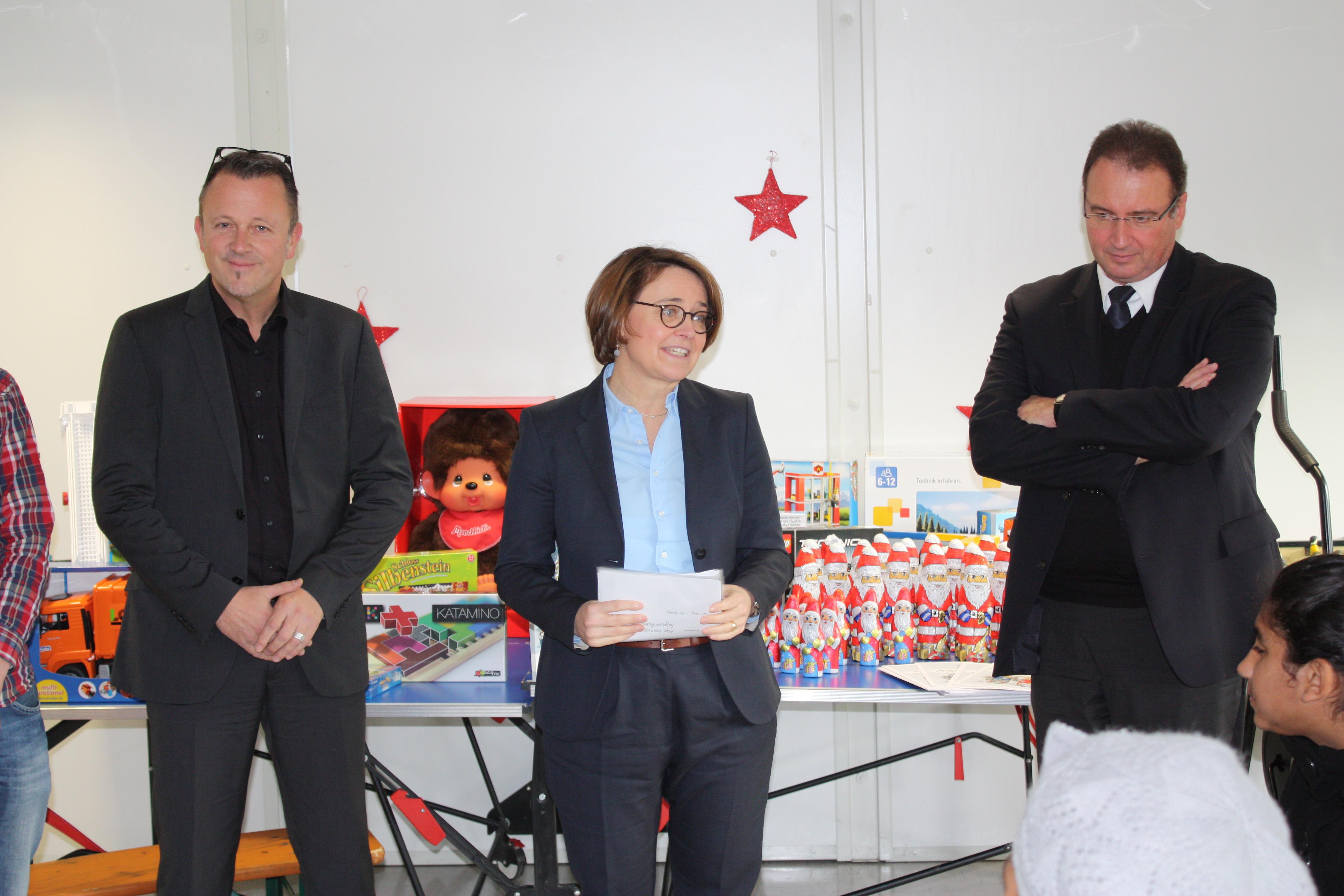 Foto 1 von links nach rechts: Ulrich Brobeil (Geschäftsführer   PSts Annette Widmann-Mauz MdB und Landrat Joachim  Walter.